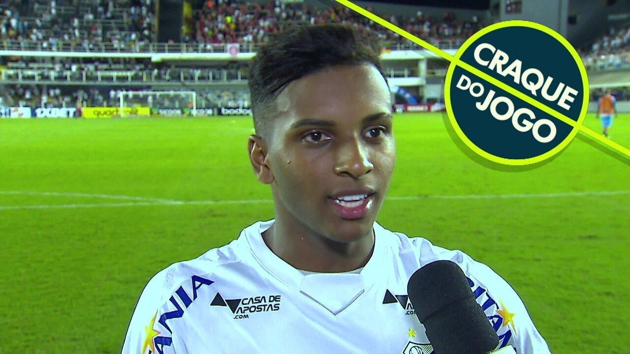 Rodrygo foi eleito o craque do jogo e dá entrevista após a partida.