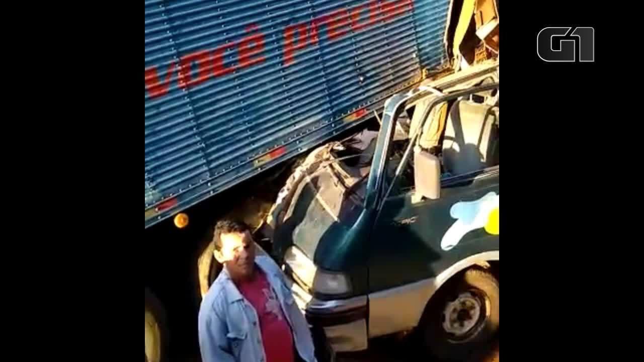 Vídeo mostra van após acidente grave em Muqui, no Sul do ES