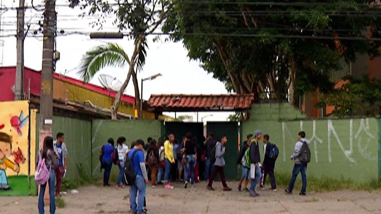 Professores e alunos reclamam da falta de manutenção em escola do Distrito de Jundiapeba