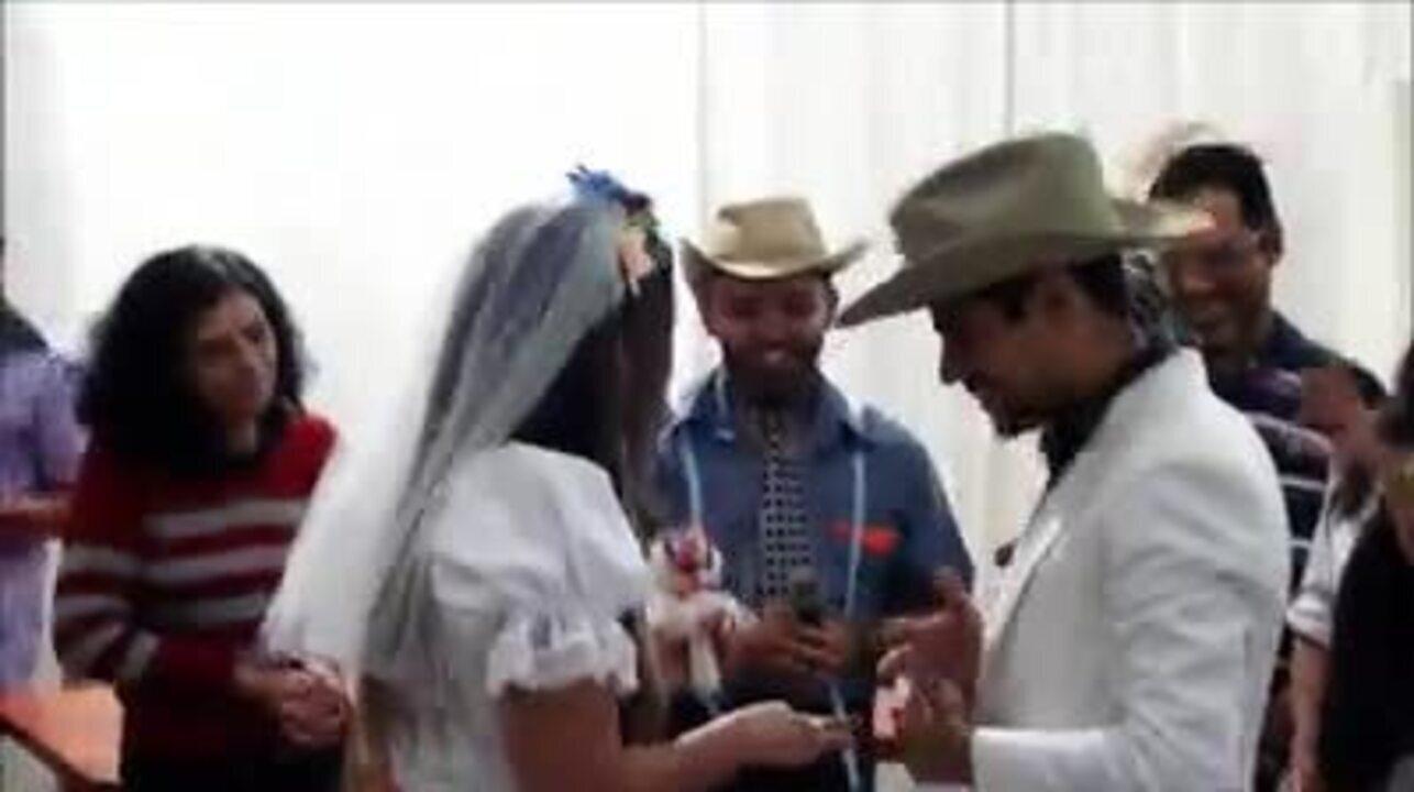 Noivinho de festa junina faz pedido de casamento surpresa em Uberlândia