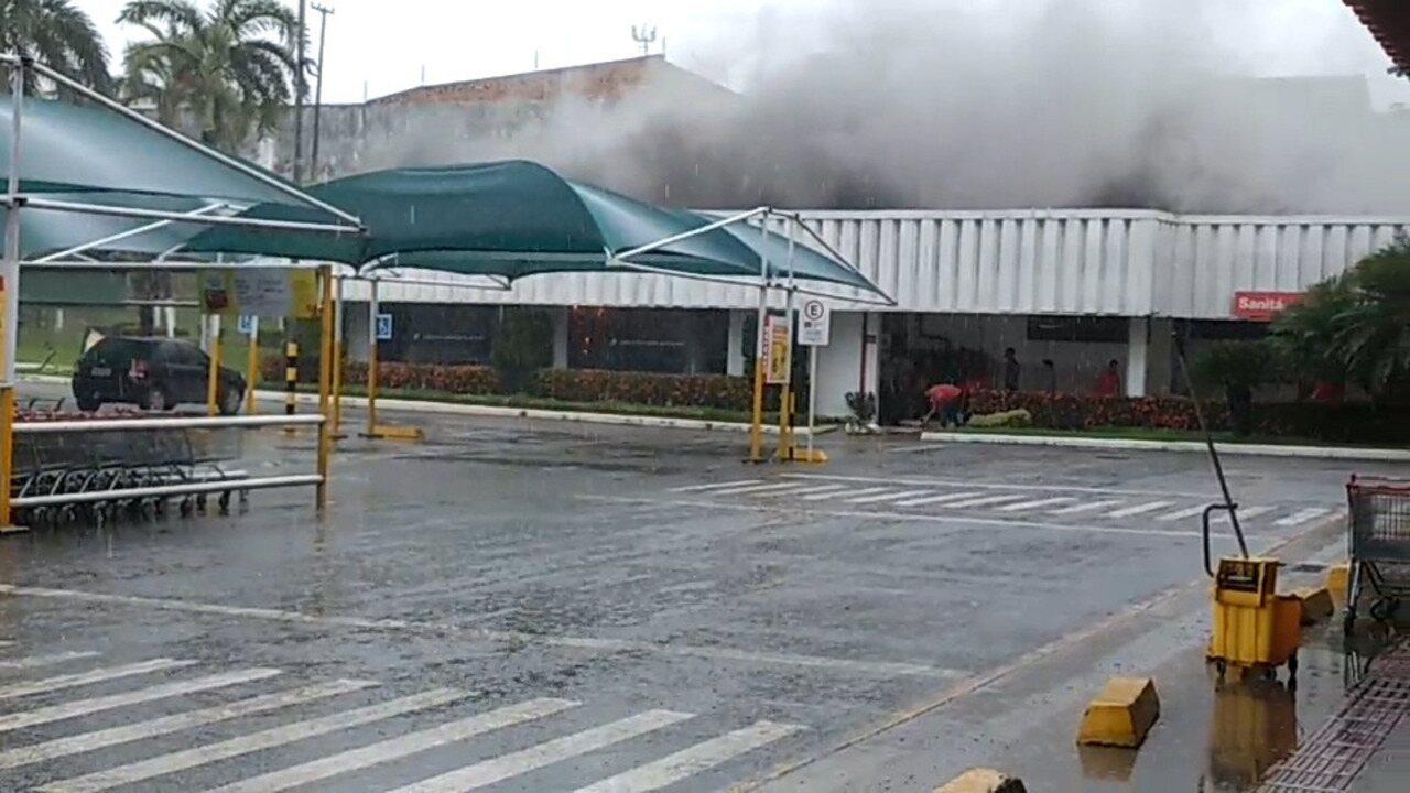 Princípio de incêndio atinge supermercado em São Luís