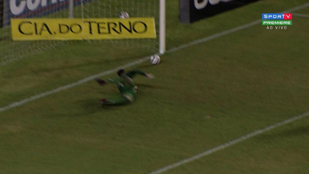 Contra o Vitória, o primeiro gol foi num chute colocado no cantinho