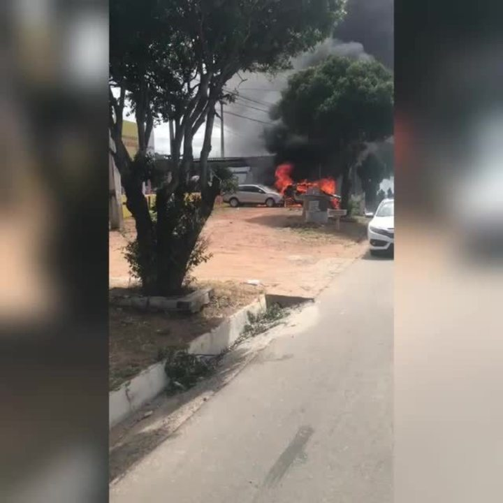 Carros de candidatos do concurso de Juazeiro do Norte pegam fogo