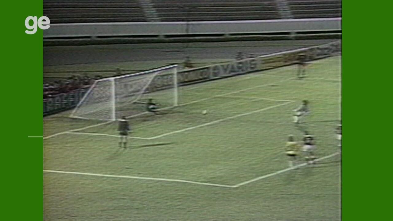 Higuita faz gol de pênalti na estreia da Colômbia na Copa América de 1989