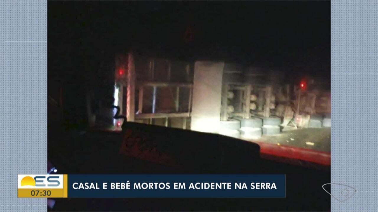Família morre após carro ser atingido por carreta na Serra, ES