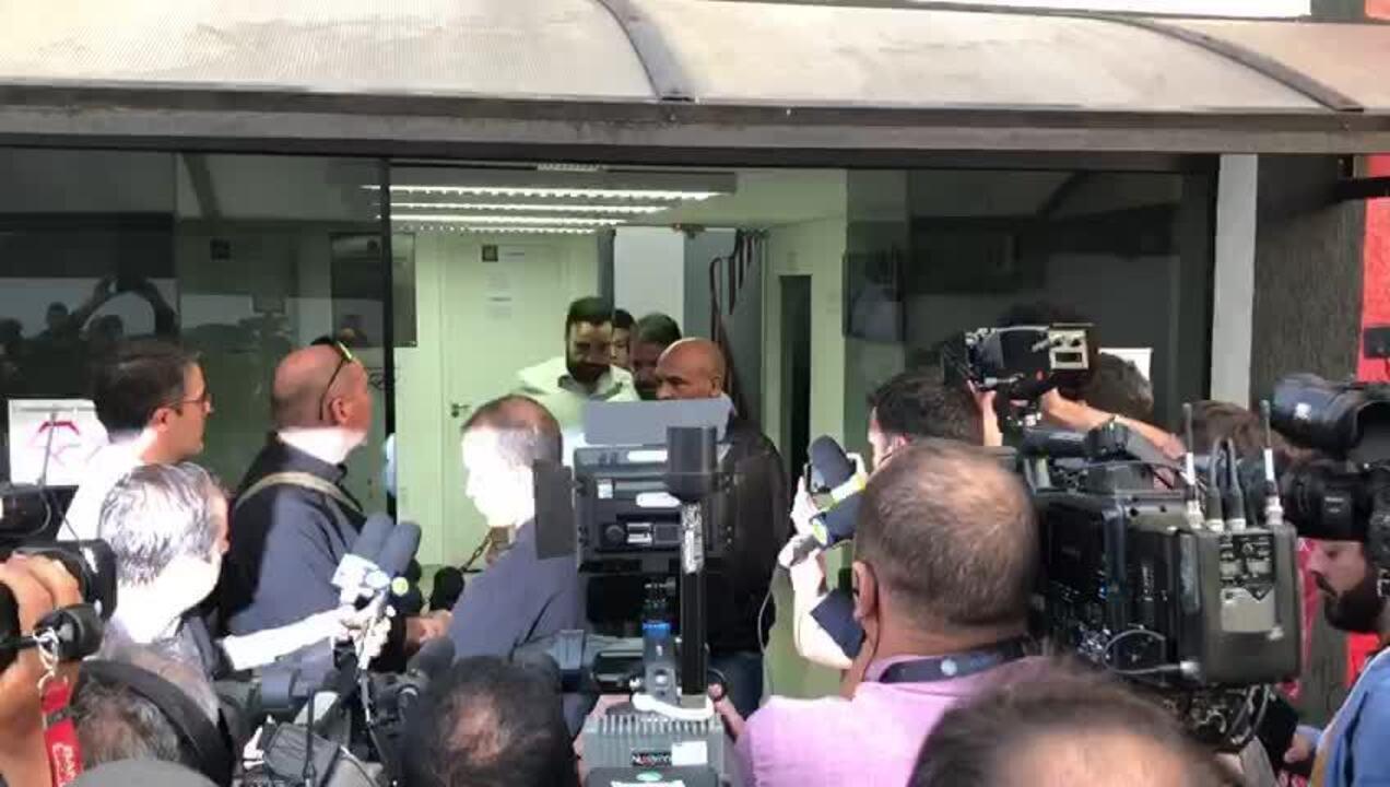 Assessor de Neymar presta depoimento sobre caso envolvendo modelo
