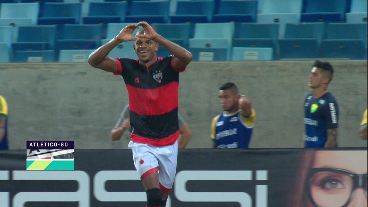 Gol do Atlético-GO! Jarro Pedroso completa cruzamento e abre o marcador contra o Cuiabá