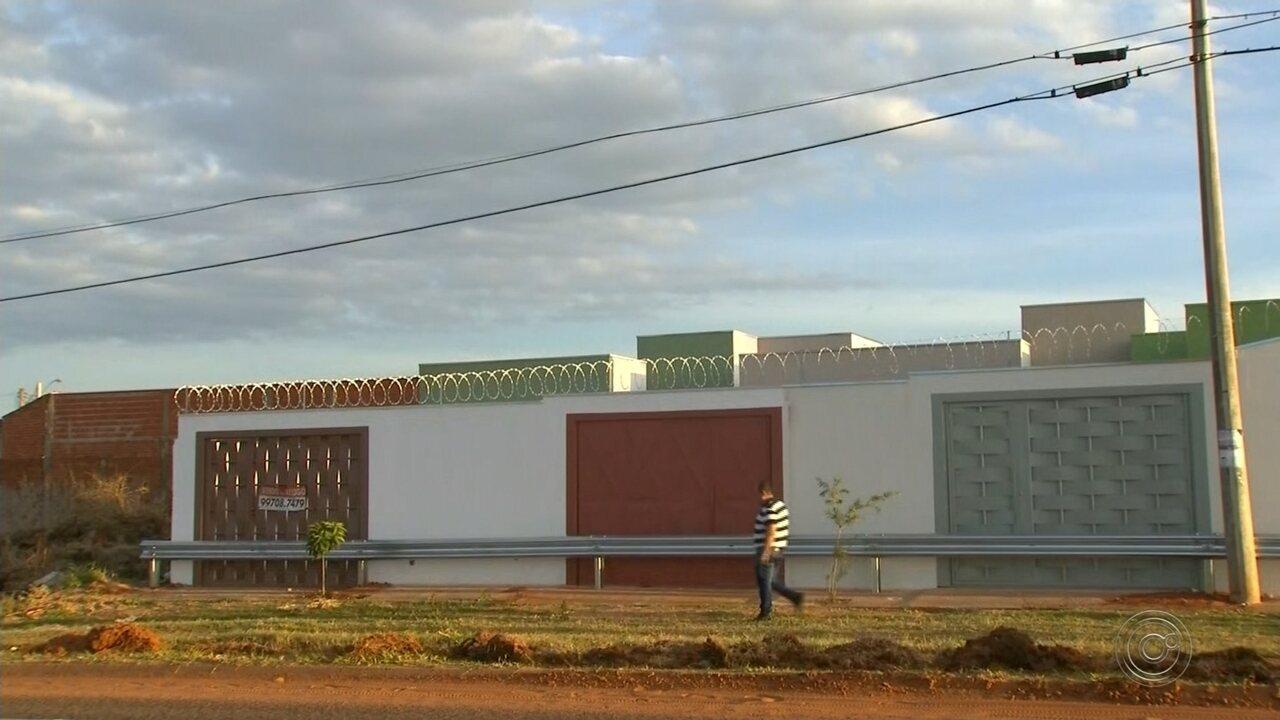 DER instala guard-rails em cima de calçadas e 'tranca' moradores de bairros de Bauru