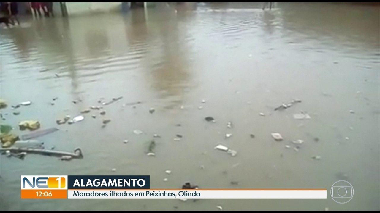 Crianças moradoras de Peixinhos reclamam de alagamentos em Olinda