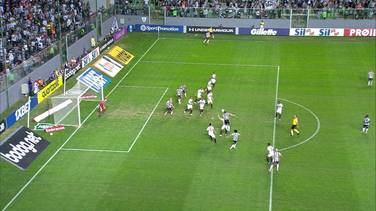 Gol do Atlético-MG! VAR confirma gol de Alerrandro após longo período de consulta, aos 43' do 1ºT