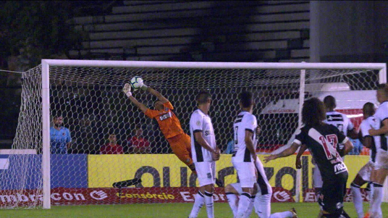 Valdívia cobra falta com categoria e Diogo Silva faz defesaça aos 37 do 2º tempo