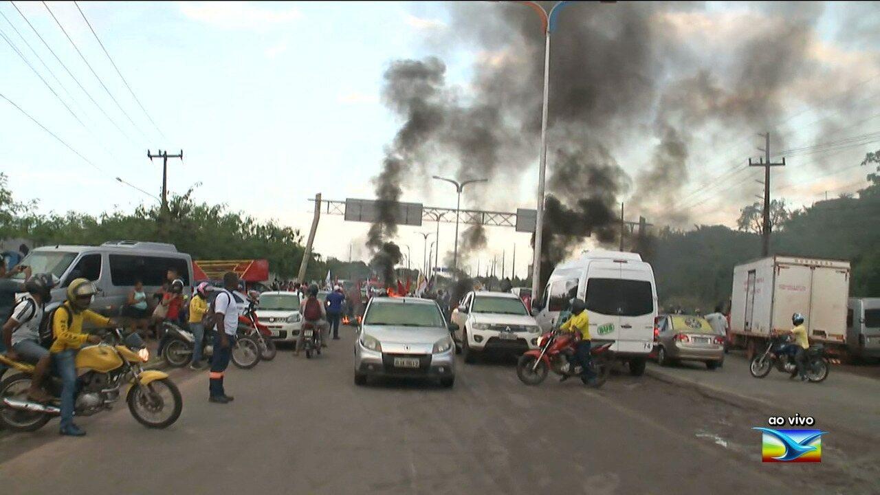 Bloqueios em rodovia federal e suspensão do transporte coletivo em São Luís