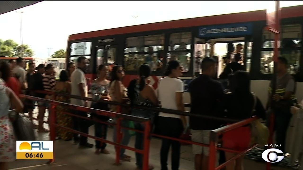 Ônibus atrasam saídas dos terminais em Maceió