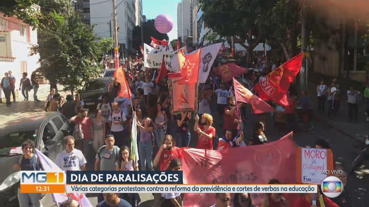 Protesto começa a andar por ruas e avenidas no centro de Belo Horizonte