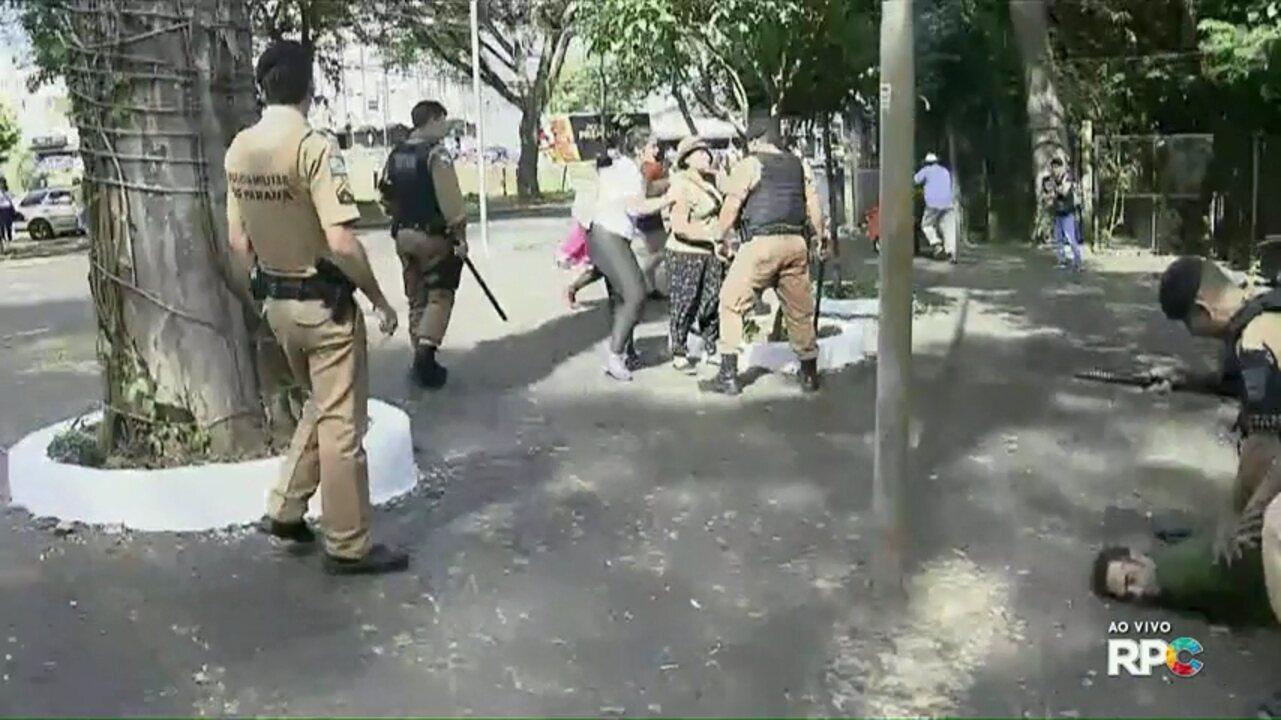 Polícia usa gás e bala de borracha para dispersar manifestantes