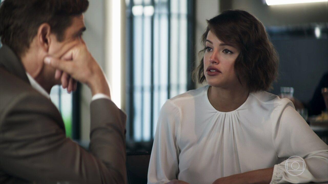 Jô afirma que Régis precisa se casar com Maria o mais depressa possível