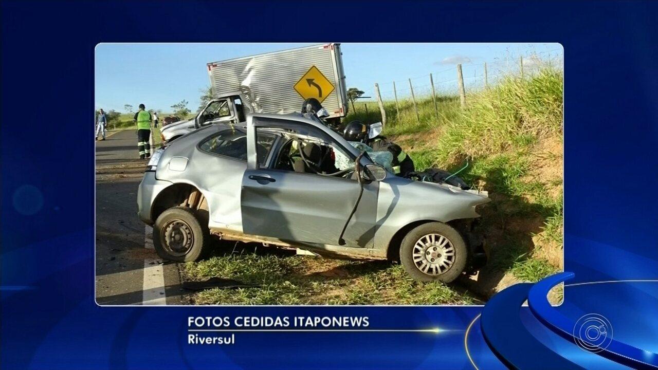 Acidente entre carro e caminhão mata casal em Riversul; cachorro é resgatado vivo