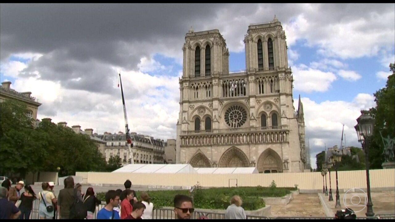 Celebrada a primeira missa em Notre Dame, após incêndio que destruiu boa parte da catedral