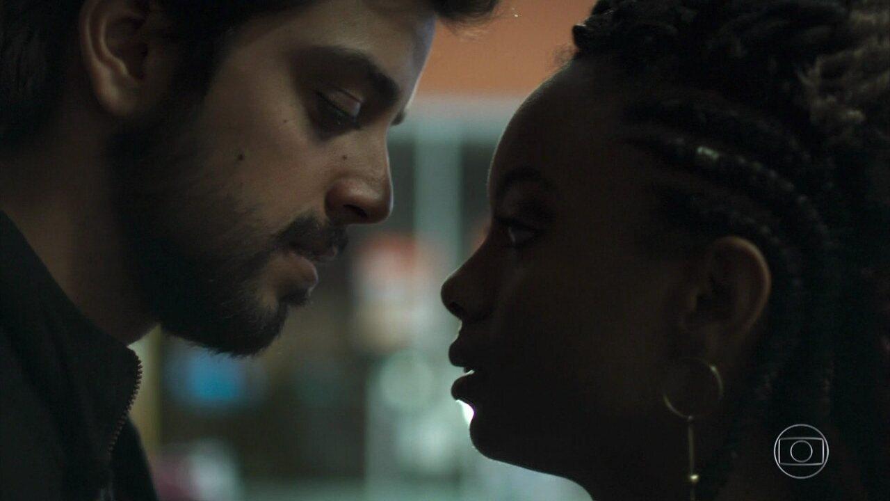 Bruno e Marie se beijam