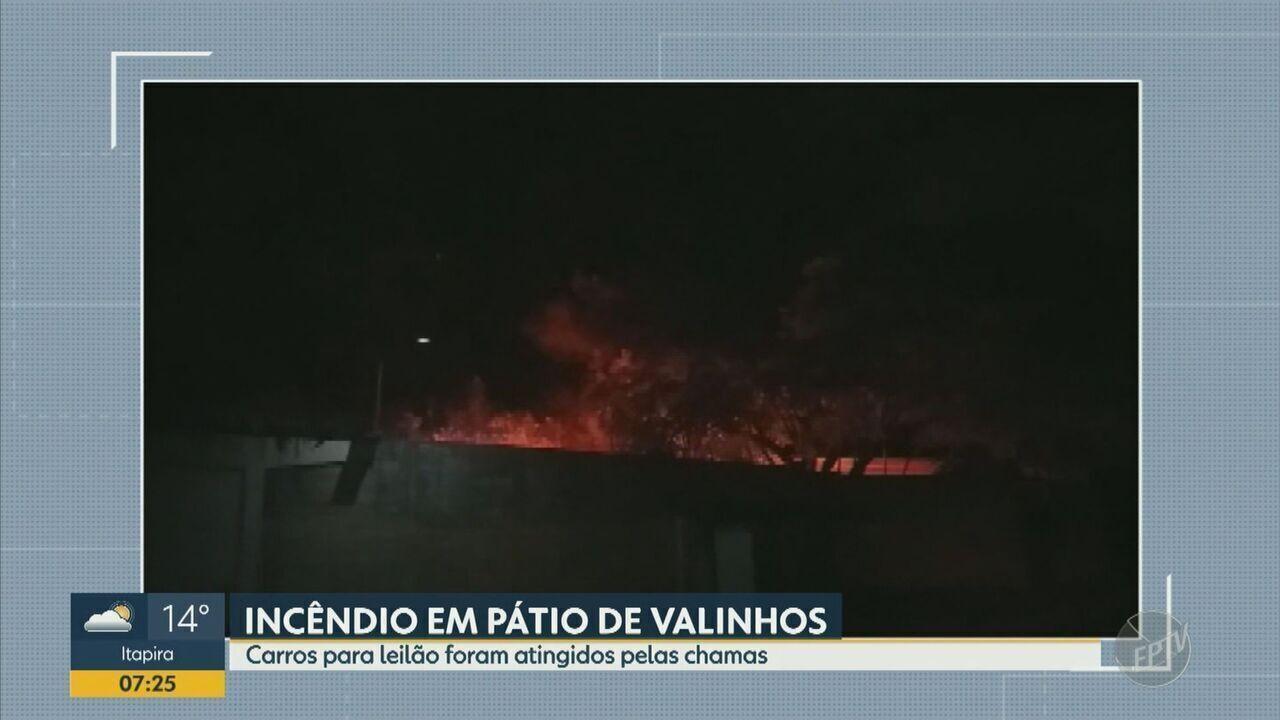 Incêndio atinge pátio com veículos para leilão em Valinhos