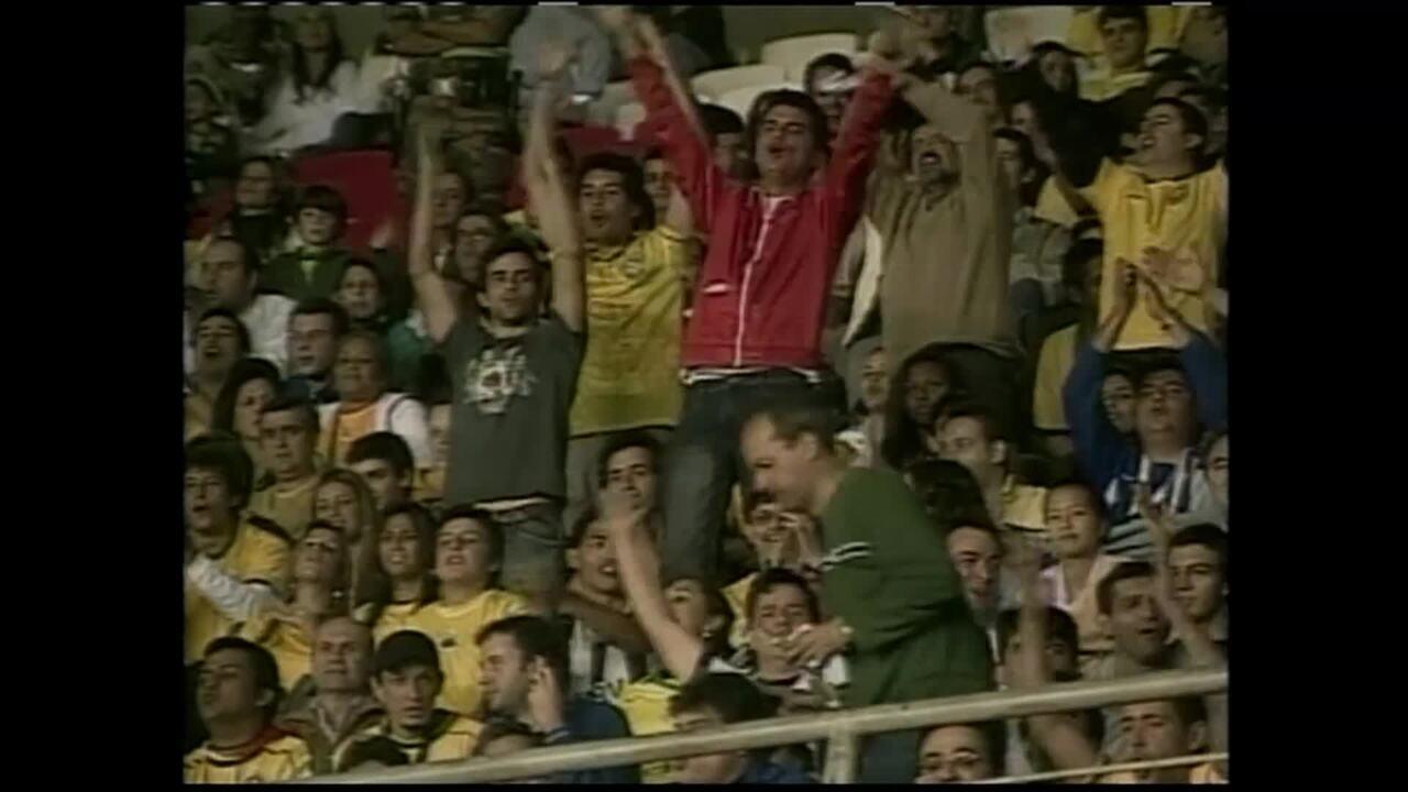 Em 2008, Brasil e Argentina ficam no 0 a 0, e Messi tem o nome gritado pelos torcedores no Mineirão