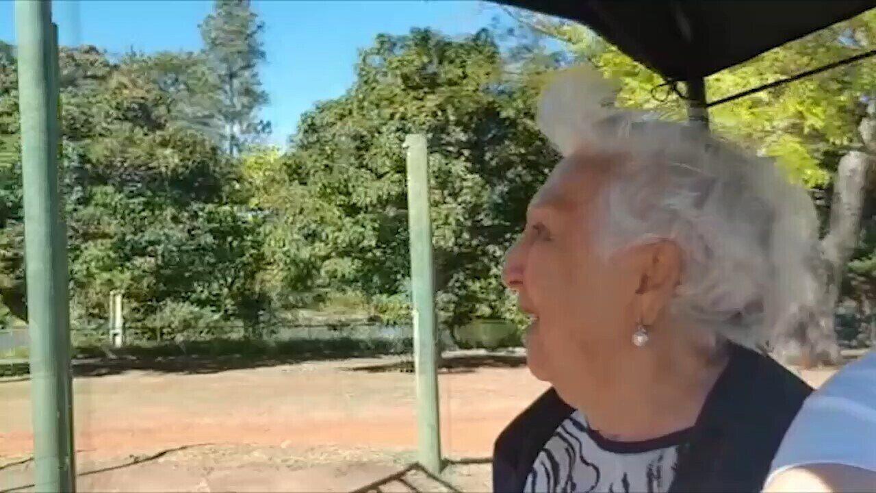 Dona Valderez se diverte em passeio ciclístico no Parque do Sabiá em Uberlândia