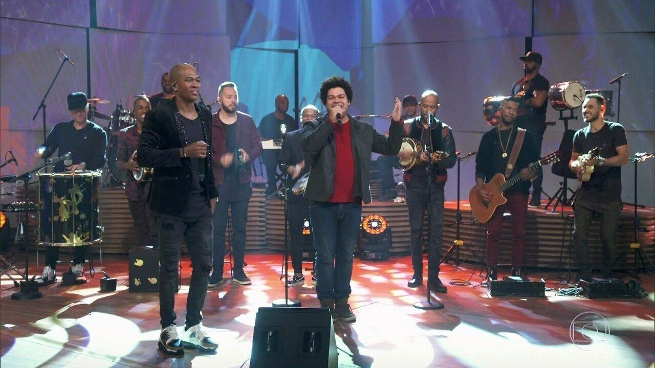 "Robson Nunes entra no programa como Mano Bráulio e canta ""Gente da Gente"""