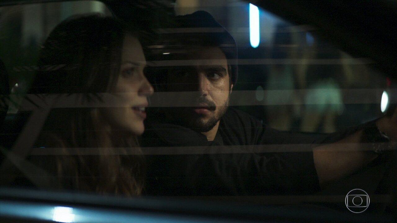 Fabiana e Rock descobrem o segredo de Agno