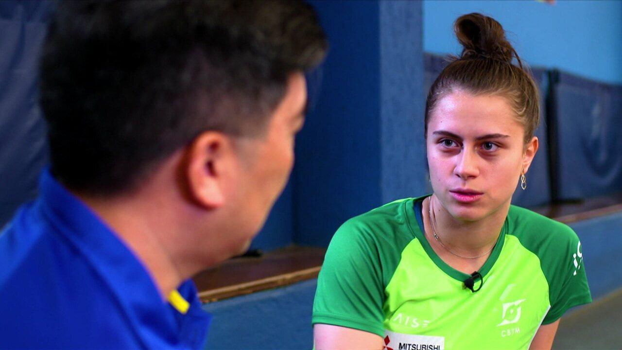 """""""Encontros do Pan"""": Lenda do tênis de mesa brasileiro, Hugo Hoyama encontra a jovem Bruna Takahashi"""