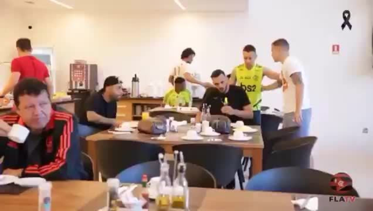 Jogadores do Flamengo comentam que o Neuer tá cavando pra ir para o clube