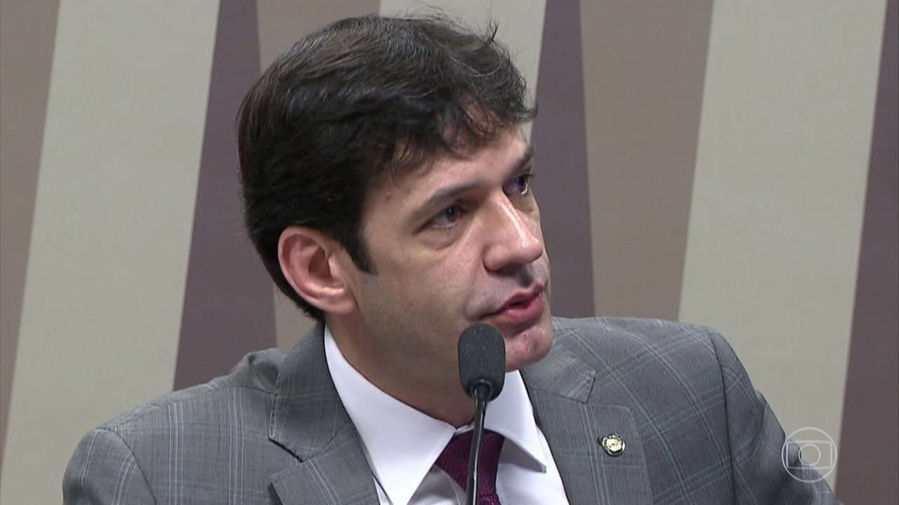 Agentes da PF prendem três pessoas ligadas ao ministro do Turismo, Marcelo Álvaro Antônio