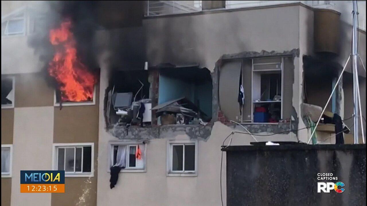 Mulher presa em apartamento que pegou fogo grita por socorro