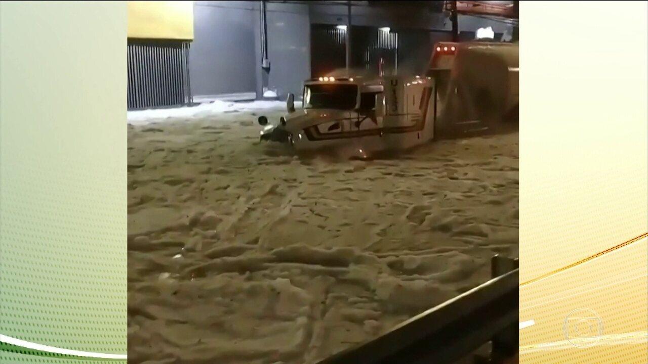 Tempestade de granizo cobre cidade de Guadalajara, no México