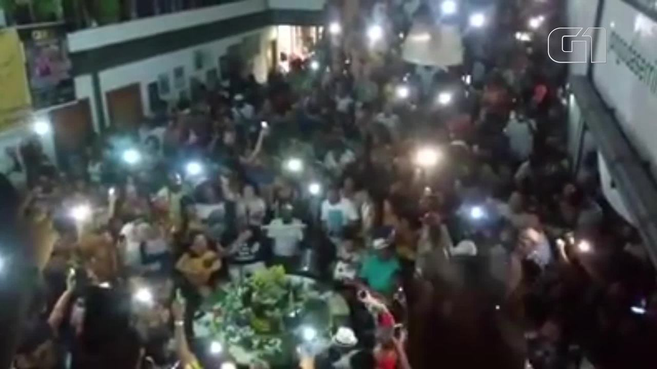 Arlindo Cruz é homenageado em roda de samba na Serrinha, em Madureira