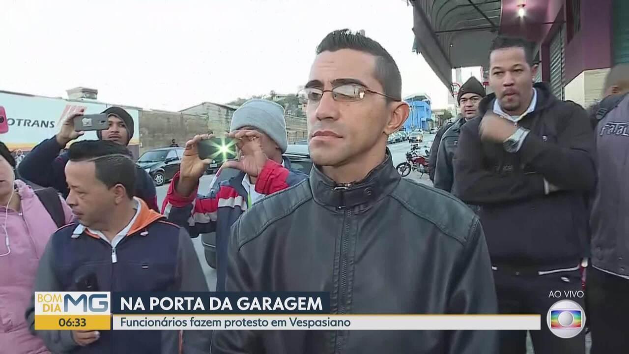 Funcionários fazem protesto em Vespasiano, na Grande BH