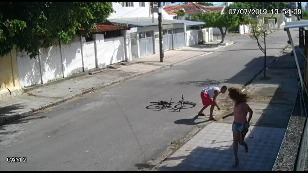 Mulher é empurrada e bate a cabeça em calçada durante assalto no Recife