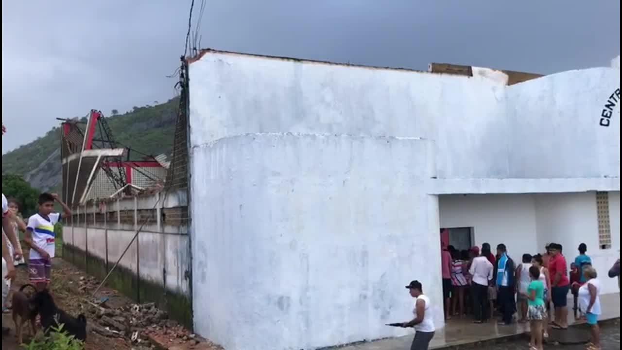 Após chuva e vento forte, coberta de centro municipal desaba em Joaquim Gomes