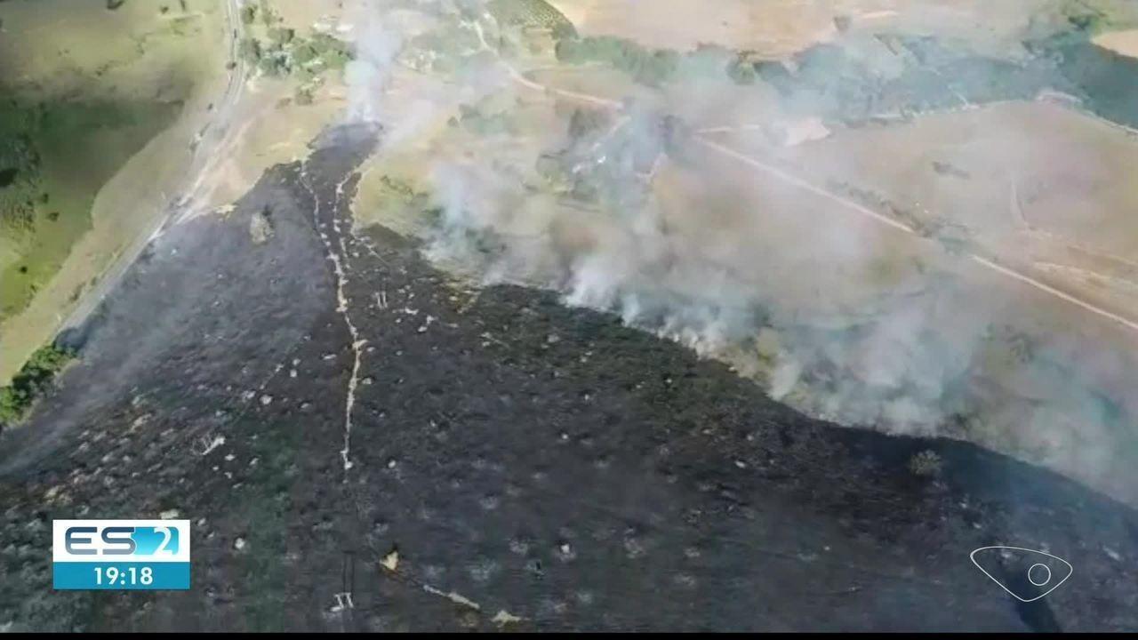 Incêndio destroi área equivalente a 25 campos de futebol entre Jerônimo Monteiro e Alegre