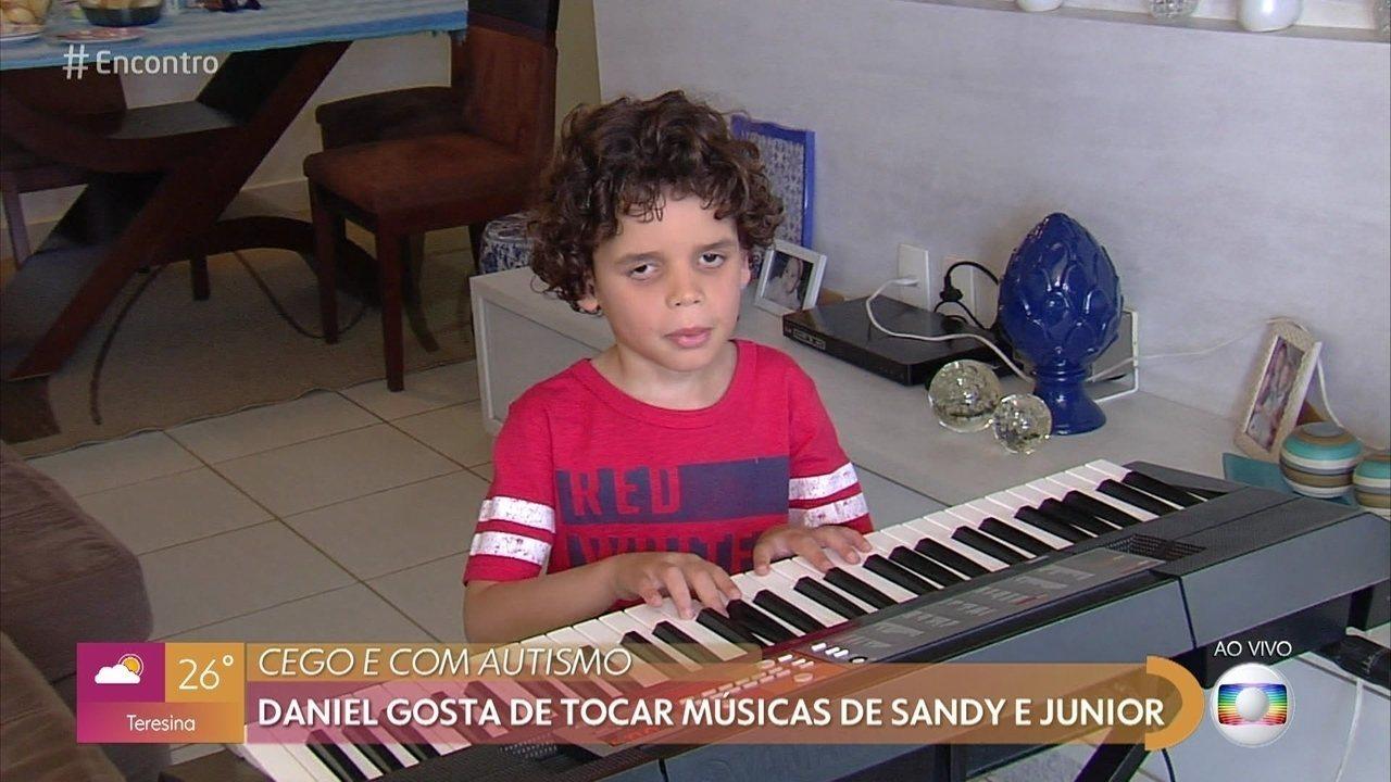 Daniel aprendeu a tocar músicas de Sandy e Júnior sozinho