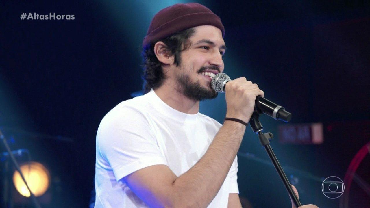 Gabriel Leone canta 'Se Você Pensa' com Del Rey