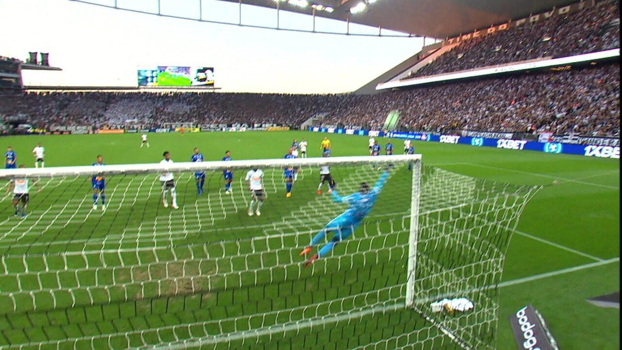 Contra o Corinthians, Sornoza cobra falta e Jordi vai no ângulo para fazer linda defesa