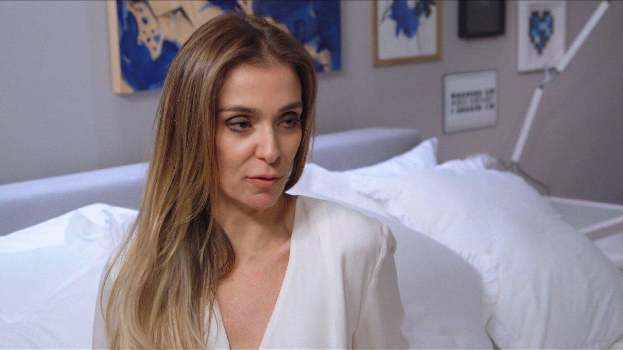 Mônica Martelli - Mônica Martelli recebe Fernanda Paes Leme em seu closet e conta as histórias de vários looks. Fepa ajuda Mônica a colocar algumas dessas peças na caixinha do Desengaveta.