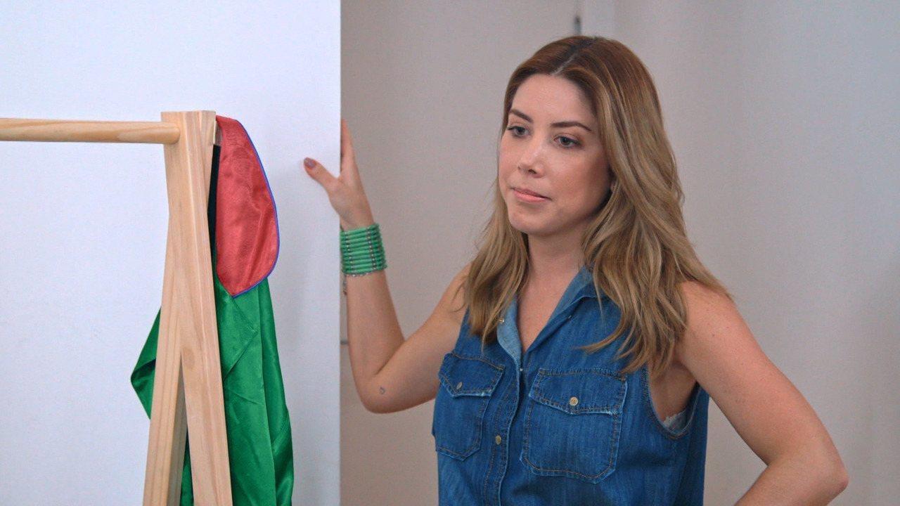 Mica Rocha - Mica Rocha é fashionista requisitada nos eventos de moda e seu guarda-roupa superlotado está aí para comprovar. Está na hora de conhecer a caixinha do Desengaveta.