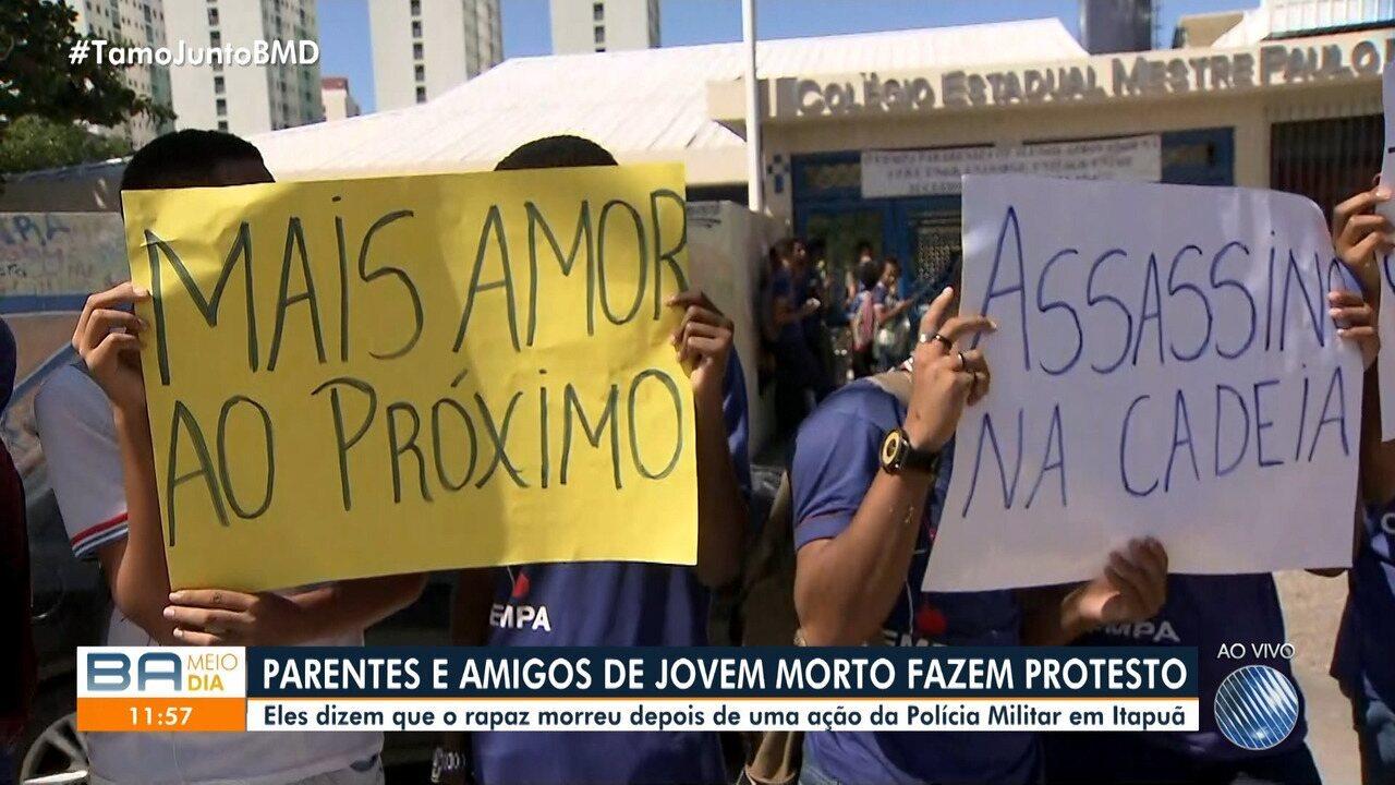 Parentes e amigos de jovem morto em Itapuã fazem protesto no Bairro da Paz