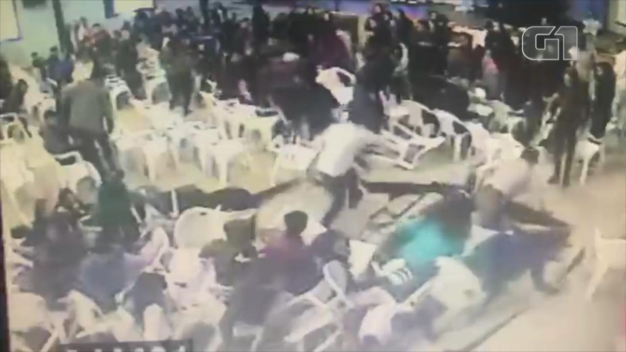 Vídeo mostra piso de auditório cedendo em escola estadual de Sobradinho