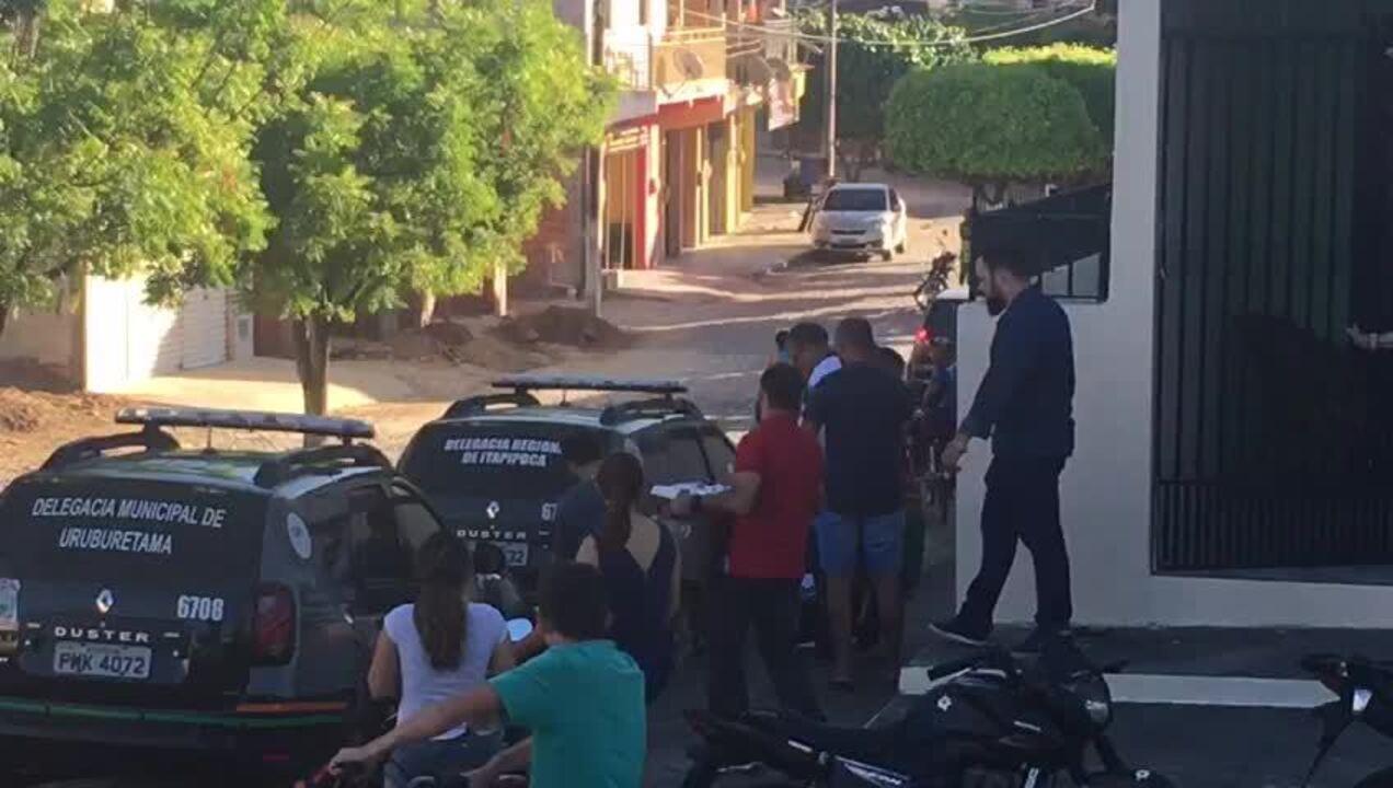 Policiais apreendem material na casa de prefeito preso suspeito de estupro