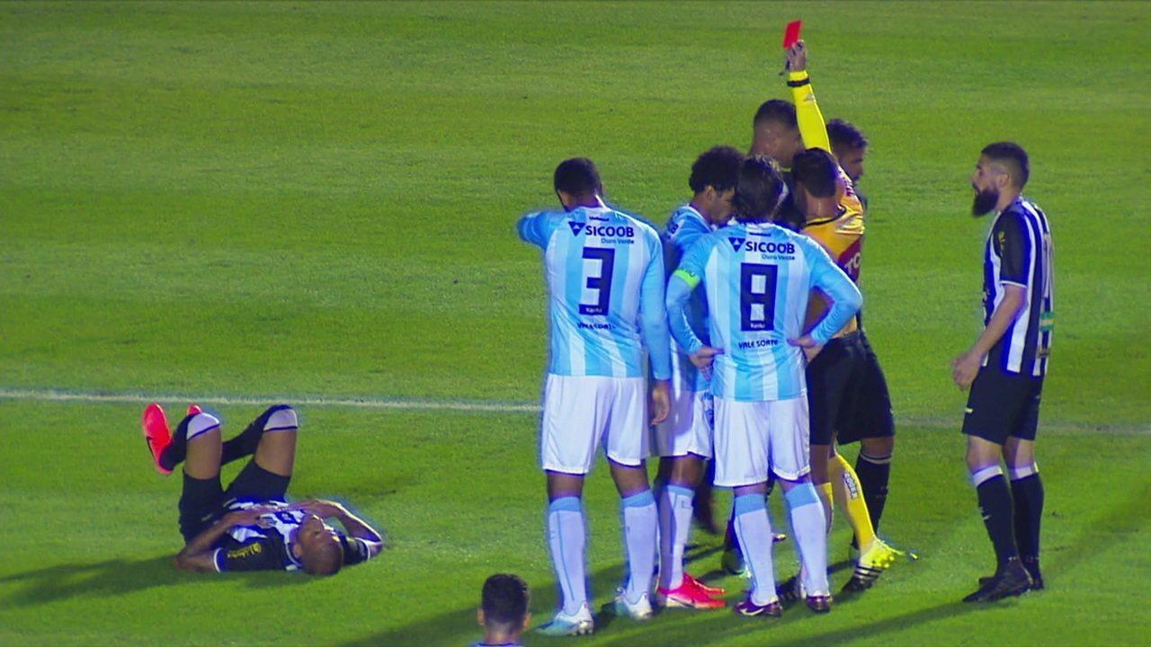 Breno do Londrina leva o segundo amarelo e está expulso, aos 17' do 1º tempo