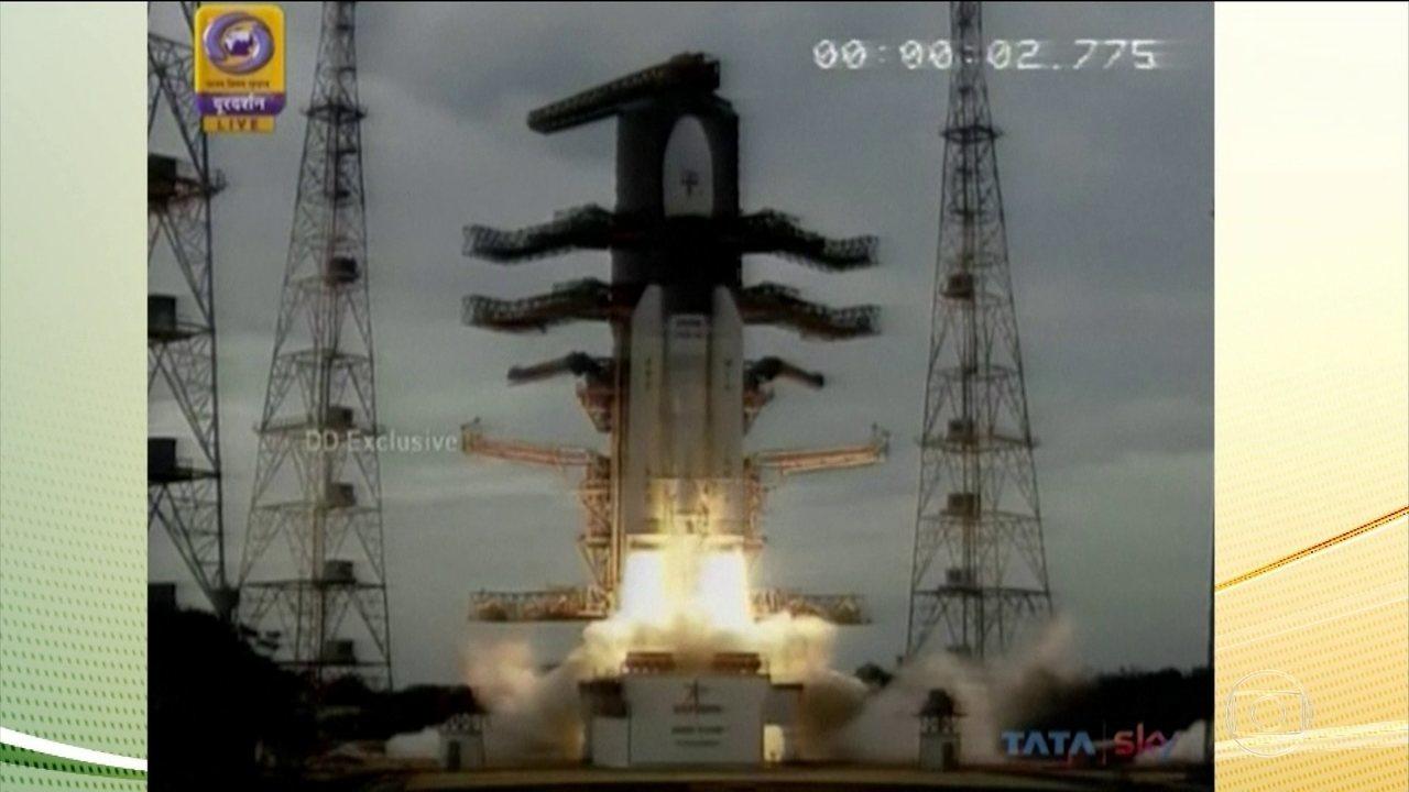Cientistas indianos lançam foguete para explorar o polo sul lunar