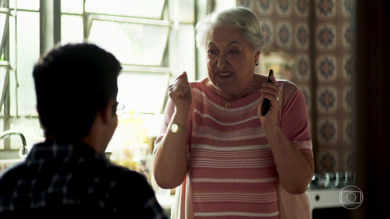 Marlene pede ajuda a Zé Hélio para mudar de operadora de celular