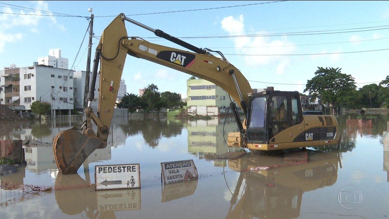 Chuvas poderiam ter causado menos estragos em PE se obras importantes estivessem prontas